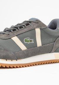 Lacoste - PARTNER RETRO - Sneaker low - dark grey/offwhite - 2