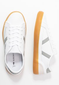 Lacoste - SIDELINE - Trainers - white/grey - 3