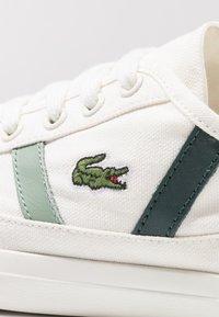 Lacoste - SIDELINE - Sneaker low - offwhite/dark green - 2
