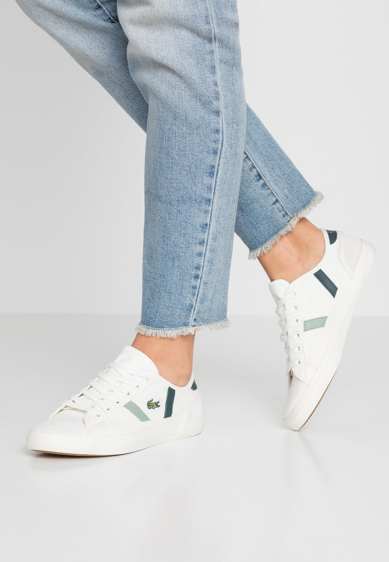 Lacoste - SIDELINE - Trainers - offwhite/dark green