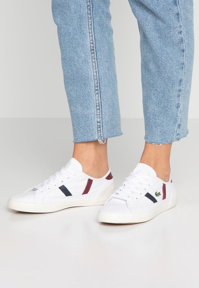 Lacoste - SIDELINE - Sneakers - white/dark red/navy