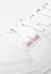 Lacoste - THRILL 220  - Matalavartiset tennarit - white/nature - 2