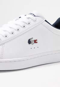 Lacoste - CARNABY EVO - Trainers - white/navy/red - 2