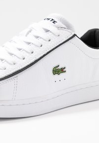 Lacoste - CARNABY EVO - Sneakers laag - white/black - 2