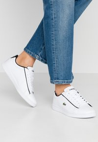 Lacoste - CARNABY EVO - Sneakers laag - white/black - 0