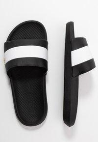 Lacoste - Sandály do bazénu - black/white - 3