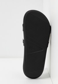 Lacoste - Sandály do bazénu - black/white - 6
