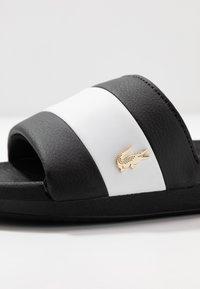 Lacoste - Sandály do bazénu - black/white - 2