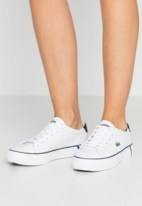 Lacoste - GRIPSHOT 120 - Baskets basses - white/navy - 0