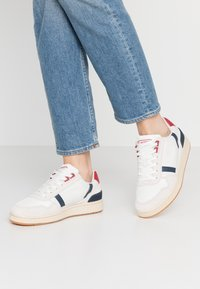 Lacoste - T-CLIP - Tenisky - white/navy/red - 0