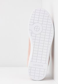 Lacoste - CARNABY EVO - Trainers - natural/white - 6