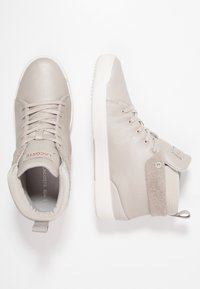 Lacoste - EXPLORATEUR CLASSIC - Sneaker high - grey/offwhite - 3