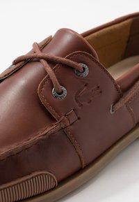 Lacoste - NAUTIC - Chaussures bateau - tan - 5