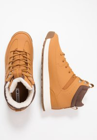 Lacoste - URBAN BREAKER - Zapatillas altas - tan/brown - 1