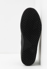 Lacoste - STRAIGHTSET THERMO - Sneakersy wysokie - black - 4