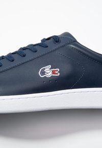 Lacoste - CARNABY EVO - Joggesko - navy/white/red - 5