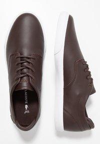 Lacoste - ESPARRE - Sneakersy niskie - dark brown/white - 1