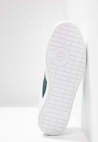 Lacoste - CARNABY EVO - Sneakers - white/dark green - 4