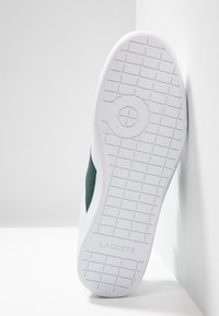 Lacoste - CARNABY STRAP - Sneakers basse - white/dark green - 4