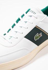 Lacoste - COURT MASTER - Sneakers - white/dark green - 5