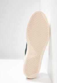 Lacoste - COURT MASTER - Sneakers - white/dark green - 4