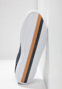 Lacoste - EUROPA - Matalavartiset tennarit - navy/white - 4