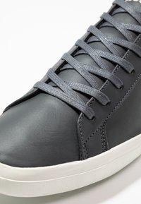 Lacoste - LEROND - Sneakers laag - dark grey/offwhite - 5