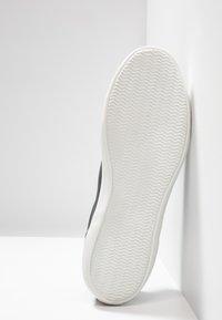 Lacoste - LEROND - Sneakersy niskie - dark grey/offwhite - 4