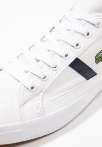 Lacoste - SIDELINE - Sneakers - white/dark green - 5