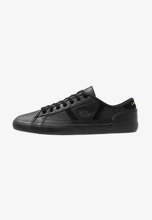 SIDELINE - Sneakers - black/gold
