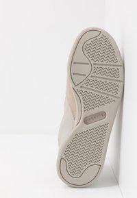 Lacoste - COURT SLAM - Baskets basses - grey - 4