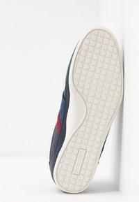 Lacoste - CHAYMON - Sneakersy niskie - navy/dark red - 4