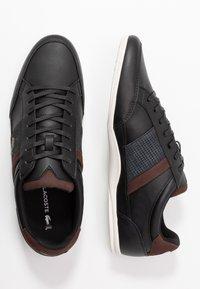 Lacoste - CHAYMON - Sneakersy niskie - black/dark brown - 1