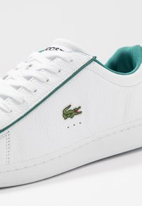 Lacoste - CARNABY EVO - Sneakers basse - white/green - 5