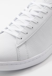 Lacoste - CARNABY EVO - Sneakers laag - white/navy - 6