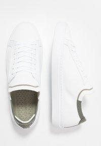 Lacoste - LA PIQUEE - Sneakers - white/khaki - 1