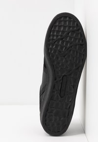 Lacoste - SPLITSTEP - Sneakers basse - black - 4