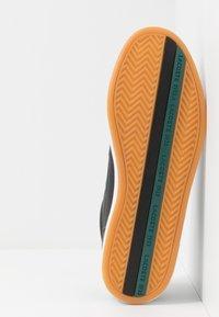 Lacoste - EUROPA - Sneakersy niskie - black/green - 4