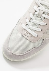 Lacoste - T-CLIP - Baskets basses - offwhite/light grey - 5