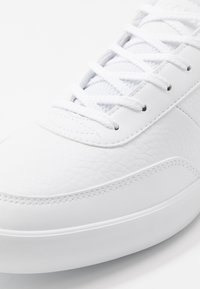 Lacoste - COURT-MASTER - Sneakers laag - white - 5