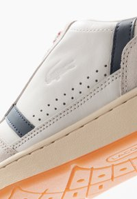 Lacoste - T-CLIP - Baskets basses - offwhite/navy/red - 5
