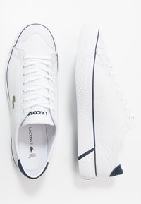 Lacoste - GRIPSHOT - Sneakers laag - white/navy - 1
