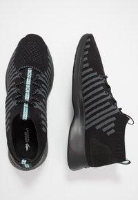 Lacoste - FIT FLEX - Sneakersy niskie - black/light green - 1