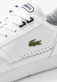 Lacoste - T-CLIP - Trainers - white/navy - 5