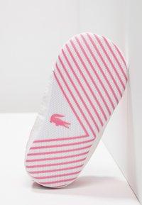 Lacoste - L.12.12 CRIB - Chaussons pour bébé - pink/white - 5