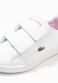 Lacoste - CARNABY EVO - Baby shoes - white/pink - 2