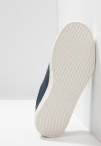 Lacoste - STRAIGHTSET - Trainers - navy/blue - 5