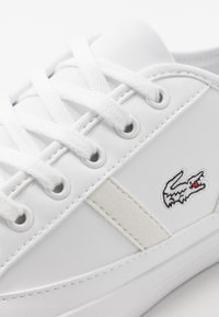 Lacoste - SIDELINE - Sneakersy niskie - white/offwhite - 2
