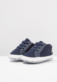 Lacoste - L.12.12 CRIB - Chaussons pour bébé - navy/white - 3