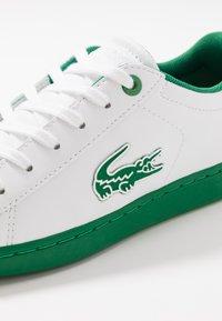 Lacoste - CARNABY EVO - Tenisky - white/green - 2